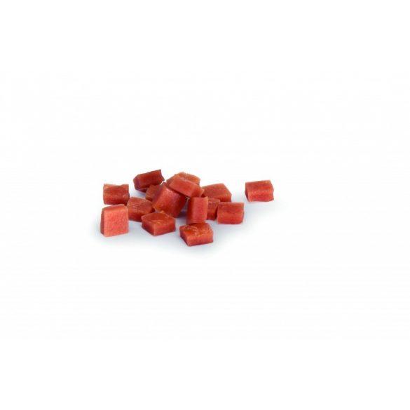 Ízletes lazacos kockák 1 x 1 x 0,5 cm