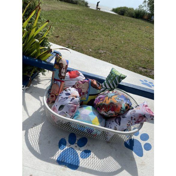 Kiwi Pet's vízen úszó játékok levélmintás